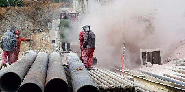 Chinese mijnwerkers nog vast onder de grond, mogelijk over twee weken vrij