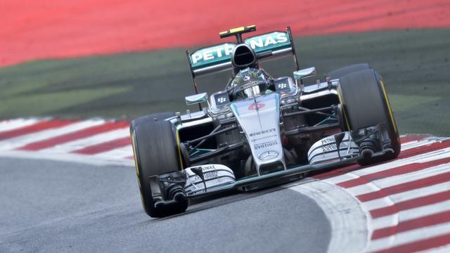 Rosberg noteert snelste tijd bij laatste testsessie van seizoen