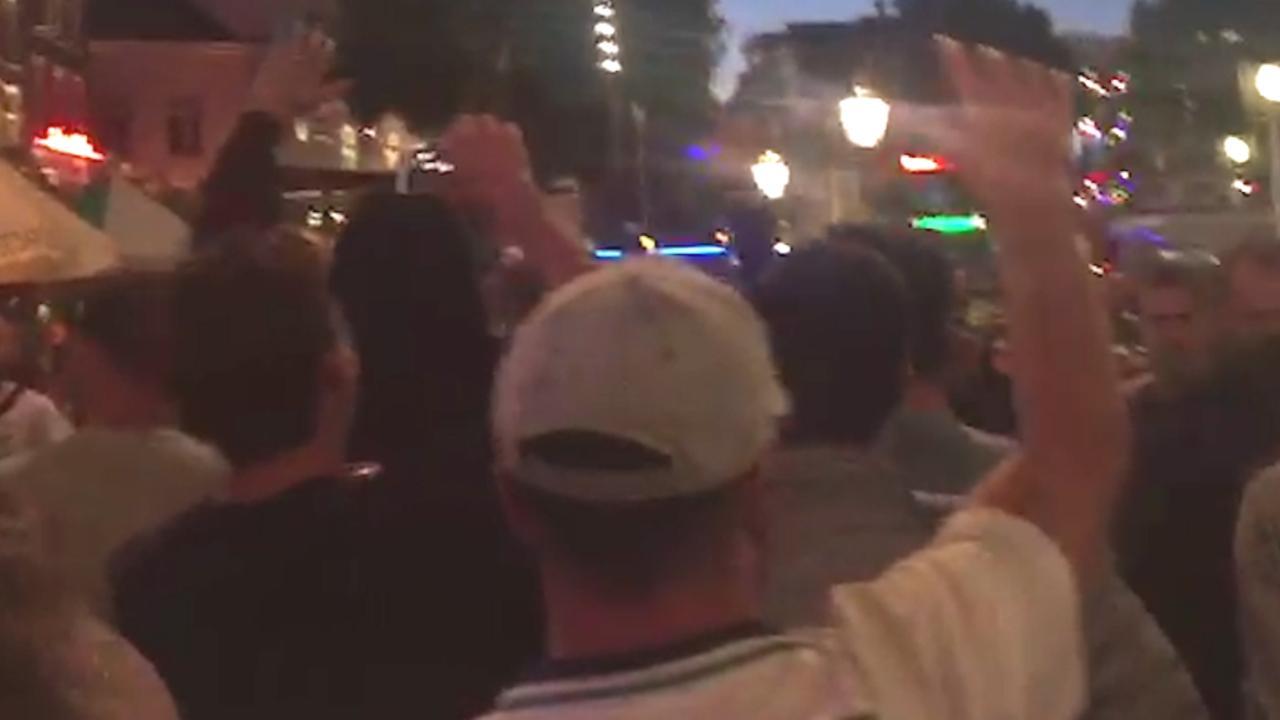 Britten vieren feest op Rembrandtplein na behalen kwartfinales WK