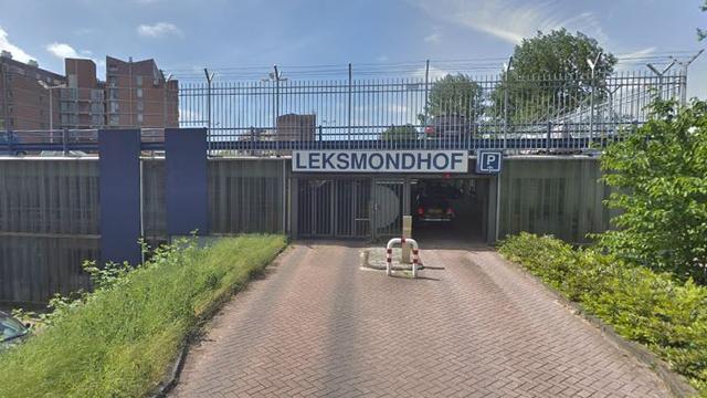 Twintig auto-inbraken in parkeergarage Leksmondhof