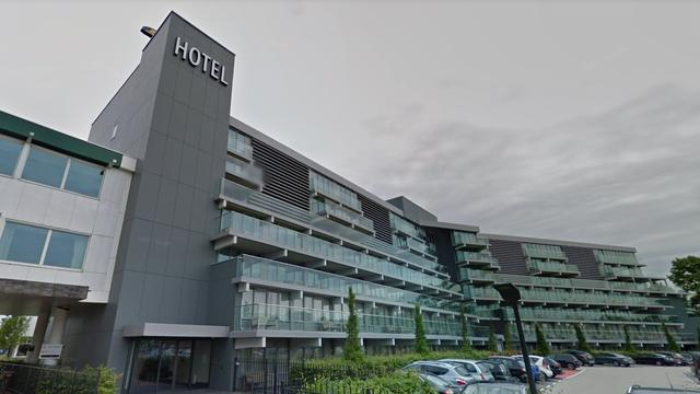 Vrouw (23) gewond na val van hotel Haarlem