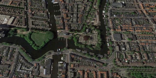 Leiden repareert damwand Herensingel, woonboten om beurten van de kant