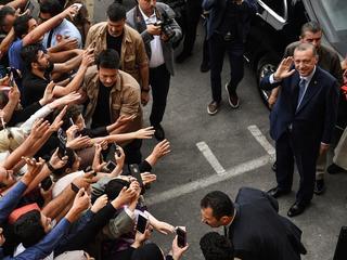 Onderhandelingen over EU-toetreding moeten volgens Piri worden opgeschort