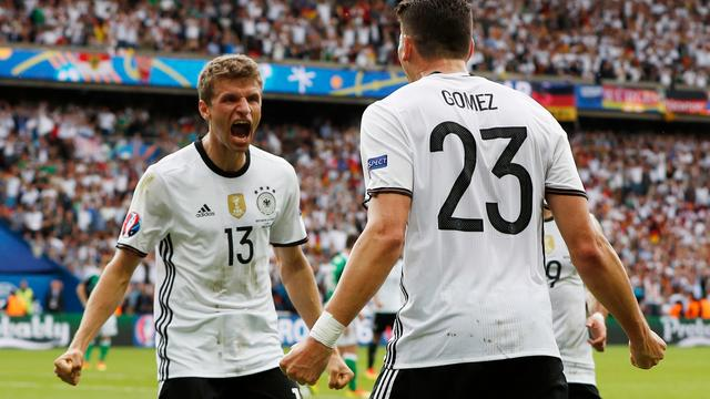 Duitsland als groepswinnaar naar achtste finales op EK