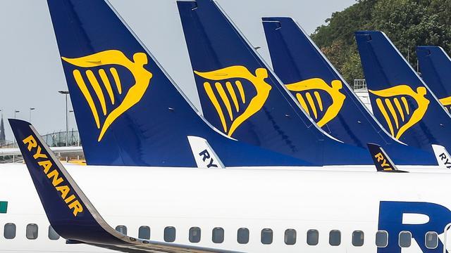 Duits cabinepersoneel gaat om tafel met Ryanair