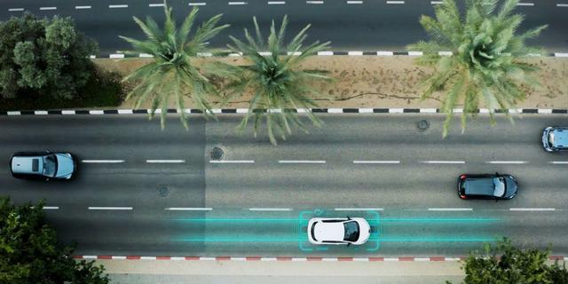 Tijdens de rit je elektrische auto laden: op deze buitenlandse wegen kan dat al