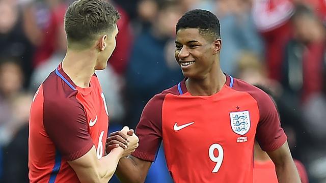 Debutant Rashford helpt Engeland aan oefenzege, Tsjechië wint met 6-0