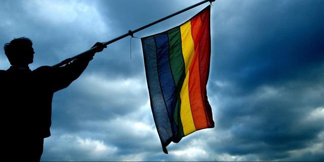 Fototentoonstelling Nieuw-West over homohuwelijk hersteld na bekladdingen