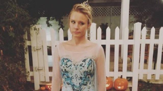 Frozen-actrice Kristen Bell verkleed als tegenspeelster voor Halloween