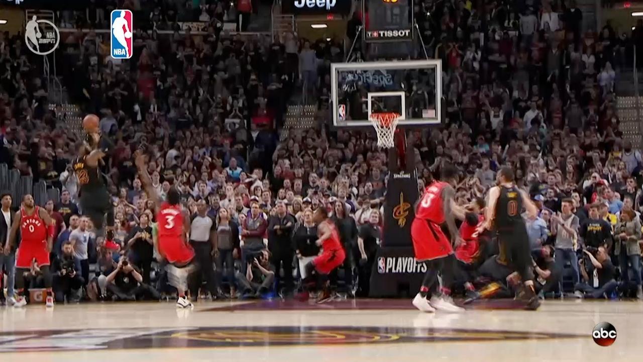 LeBron James scoort winnende punt in de zoemer