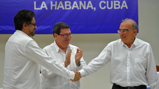 Onderhandelaars bevestigen vredesakkoord FARC en regering Colombia