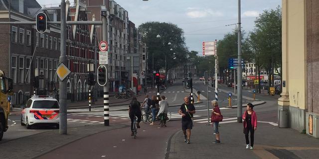 Straat in centrum Amsterdam tijdelijk afgezet na aantreffen handgranaat
