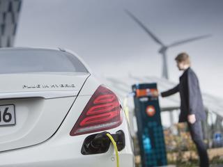 Speculatie op een gouden toekomst van elektrische auto's zorgt ervoor dat beleggers miljoenen investeren in deze ETF