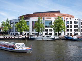 Amsterdam kent een groot aantal winkelpuien