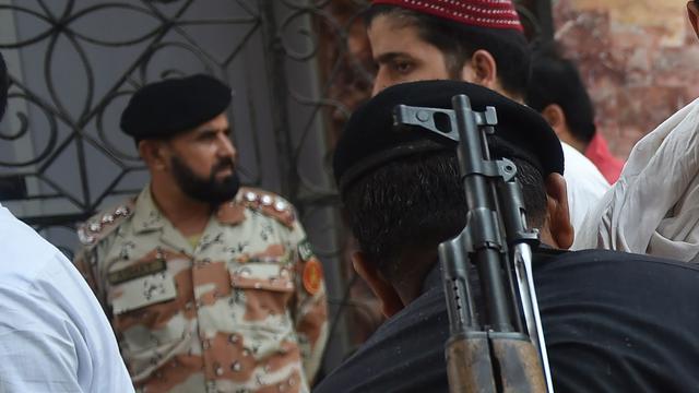 Zeker 25 doden na zelfmoordaanslag in moskee in Pakistan