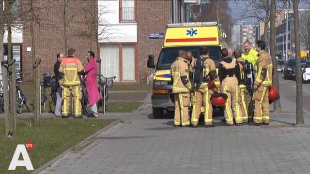Brandweer blust woningbrand in Slotervaart