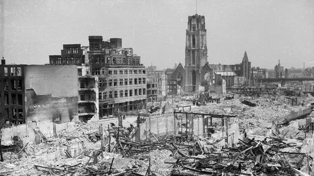 Het centrum van Rotterdam werd door het bombardement grotendeels verwoest.