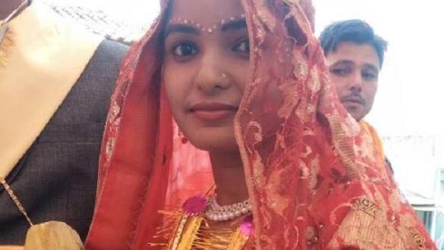 Minister geeft Indiase bruiden knuppels tegen agressieve mannen