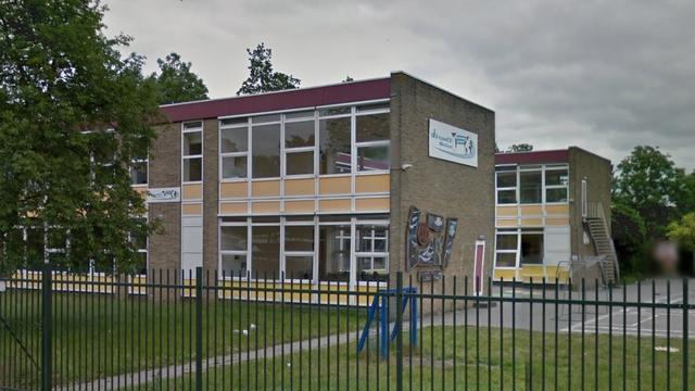 Bewoners oud-schoolgebouw Kanaleneiland per direct op straat gezet