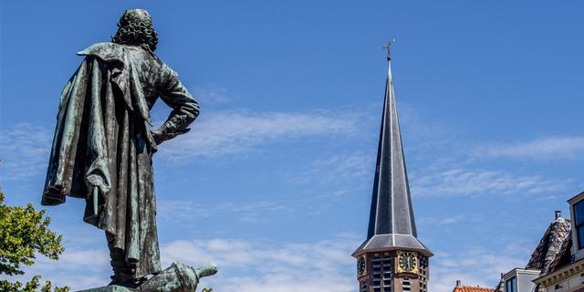 Afbreken, verplaatsen of uitleg geven: wat te doen met beladen standbeelden?
