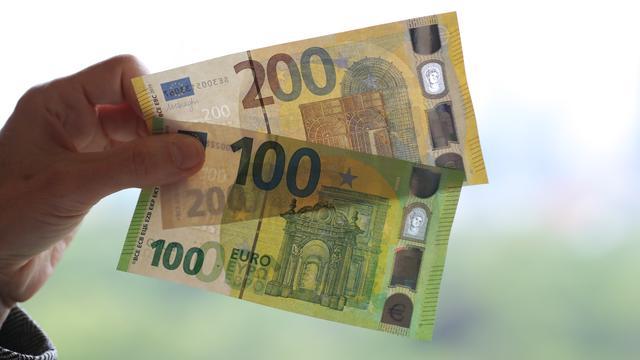 Nieuwe biljetten van 100 en 200 euro vanaf dinsdag in omloop