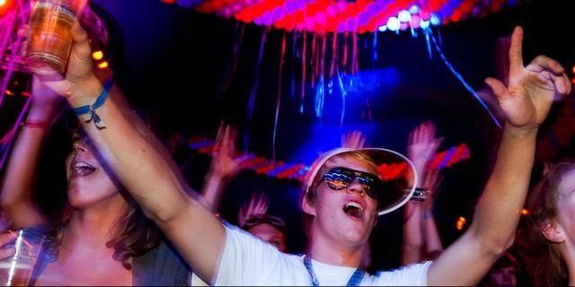 81 feestgangers bekeurd op illegaal feest op dakterras in Eindhoven