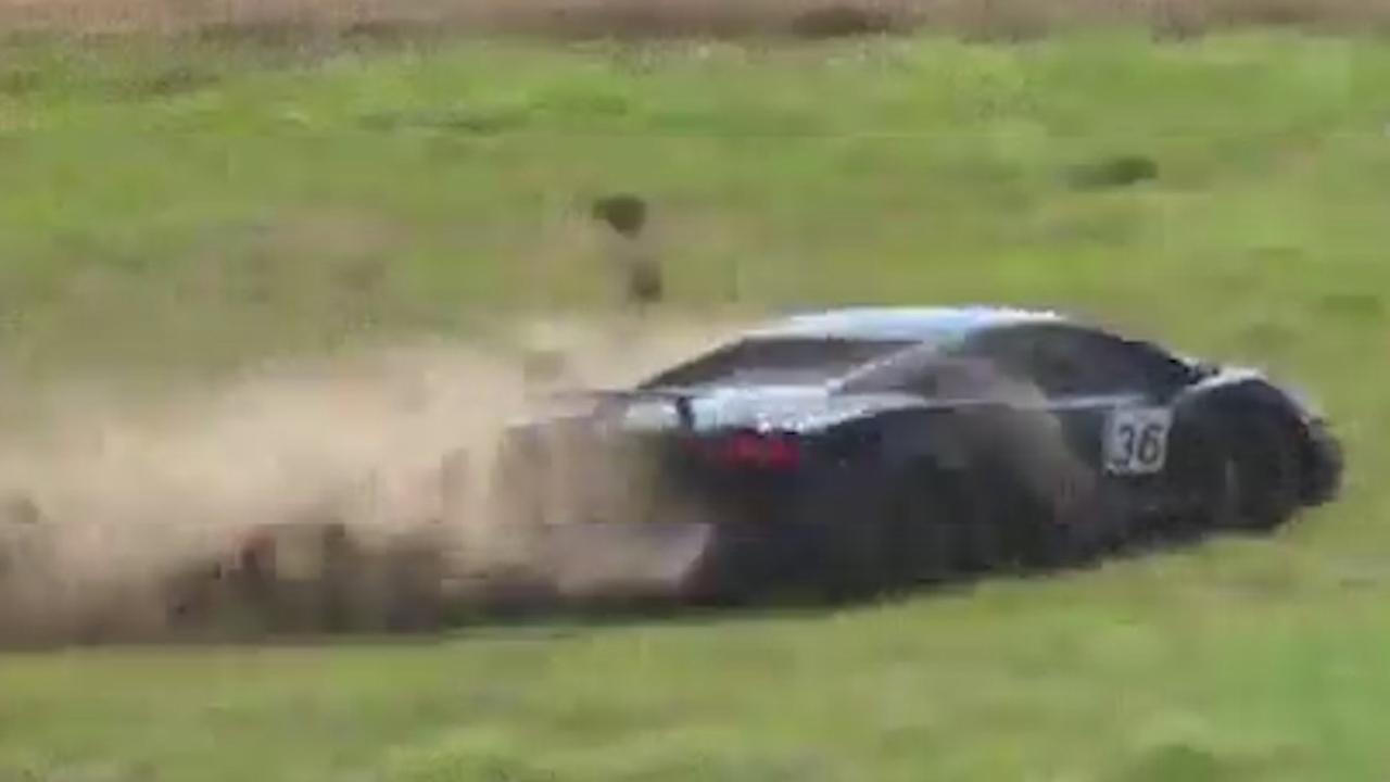 Bestuurder Lamborghini verliest controle op snelheid van 350 km/h