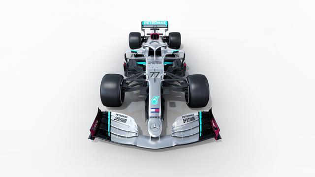 Titelverdediger Mercedes onthult nauwelijks veranderde nieuwe auto