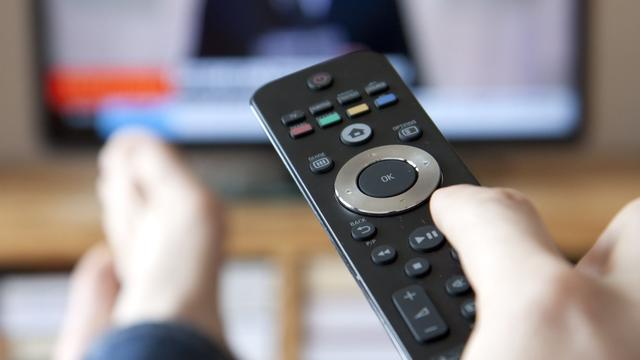'Meer Nederlanders bellen en kijken tv via internet'