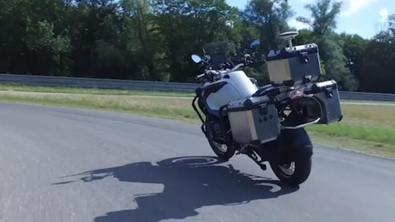 BMW deelt beelden van test met zelfrijdende motor