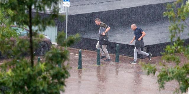 Weekweerbericht: Veel regen met woensdag kans op zware windstoten
