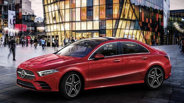 Daimler verkoopt meer auto's en boekt meer omzet, maar minder winst