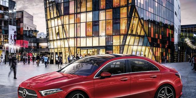Winst Mercedes-moederbedrijf Daimler daalt met bijna een derde
