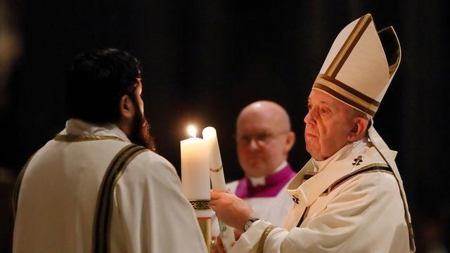 Paus roept op tot wereldwijde solidariteit in strijd tegen coronavirus