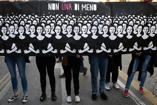 Tienduizenden mensen in protestmars Verona tegen conservatief congres