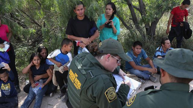 Amerikaanse staten klagen regering aan om scheiden migrantenfamilies
