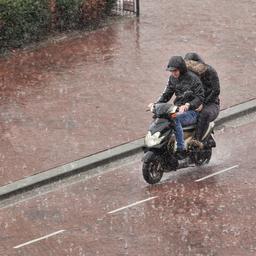 KNMI kondigt code geel af in westelijk kustgebied vanwege zware regenval