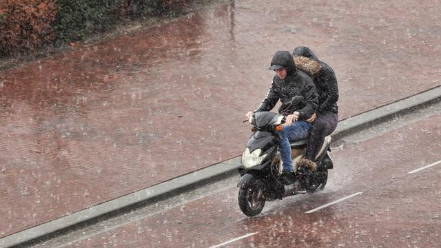 Amsterdam wil elektrische deelscooter bannen