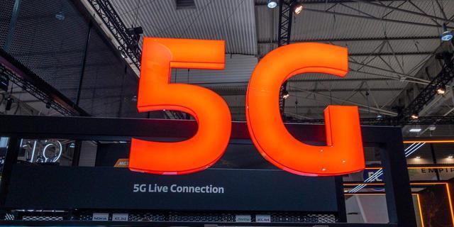 'Kabinet wil duizenden 5G-antennes op bushokjes en lantaarnpalen'