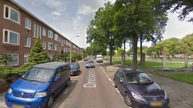 Gevaarlijk rijdende automobilist klemgereden in Drebbelstraat