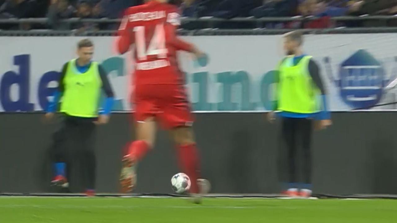 Wisselspeler veroorzaakt penalty in Tweede Bundesliga