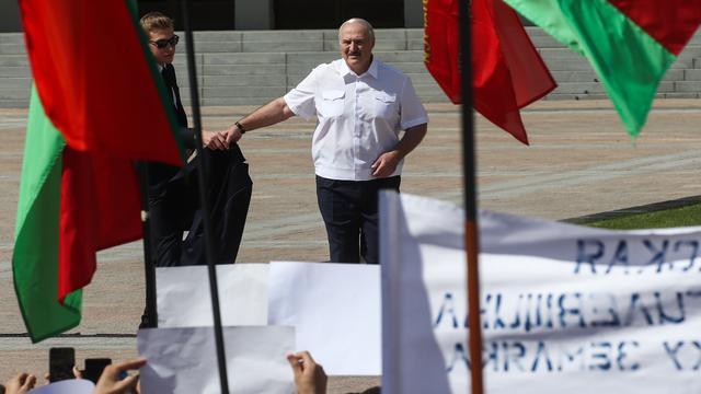 'Wit-Russische president Lukashenko bereid tot delen macht'