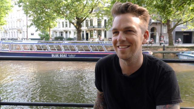 Greg Holden: 'Artiesten als Ed Sheeran en Taylor Swift moeten ook kleur bekennen'