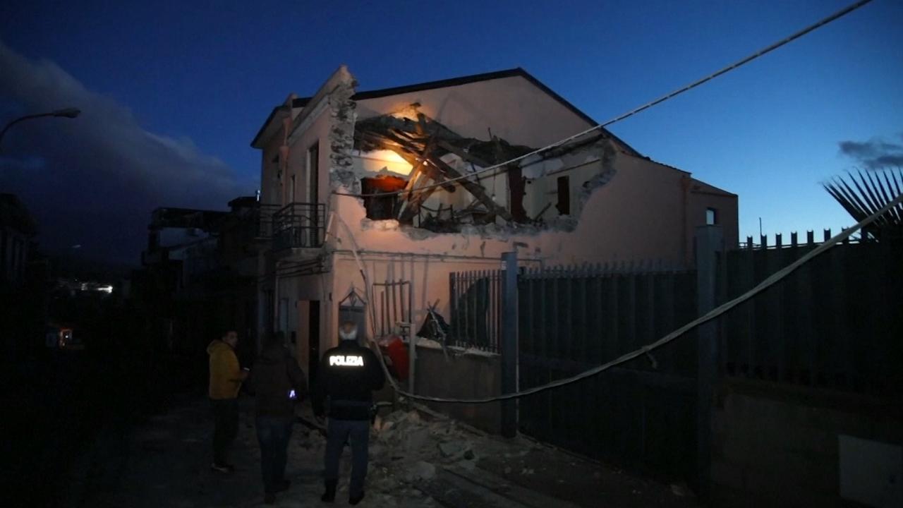 Ravage op Sicilië na aardbeving door vulkaan Etna
