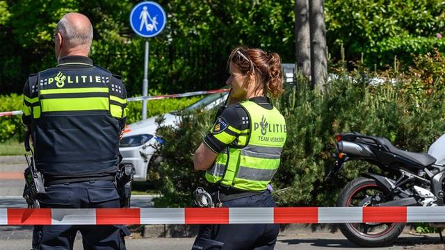 Vrachtwagen sleurt auto mee na ongeval op Europalaan