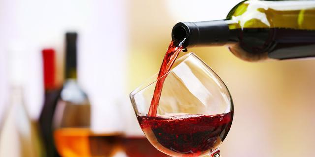 NUcheckt: Waarom uit onderzoek niet blijkt dat je slimmer wordt van wijn