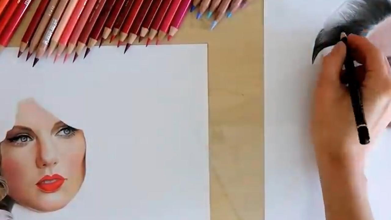 Nederlandse tekenares schetst simultaan twee levensechte portretten