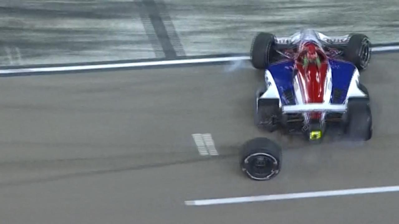 IndyCar-coureur vertrekt te vroeg en verliest wiel bij pitstop