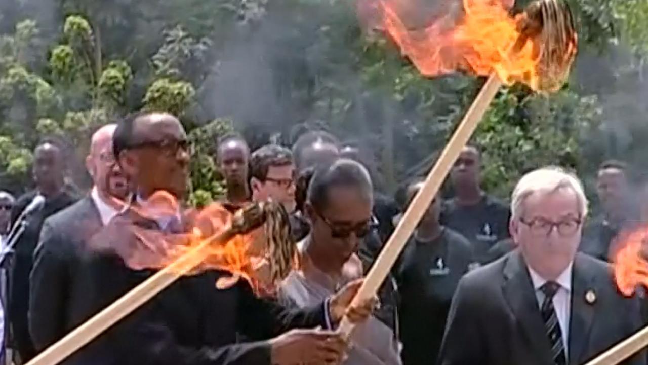 President Rwanda ontsteekt vlam voor slachtoffers genocide