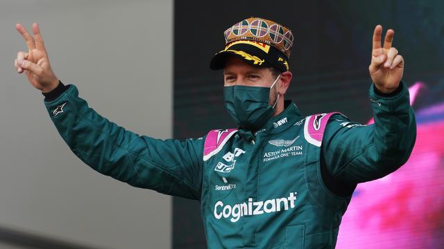 Sebastian Vettel kan na een slechte fase in zijn loopbaan weer lachen.